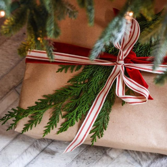 HOLIDAY DESIGN TIP Use craft paper to wrap your giftshellip